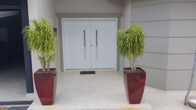 Fabrica de porta pivotante