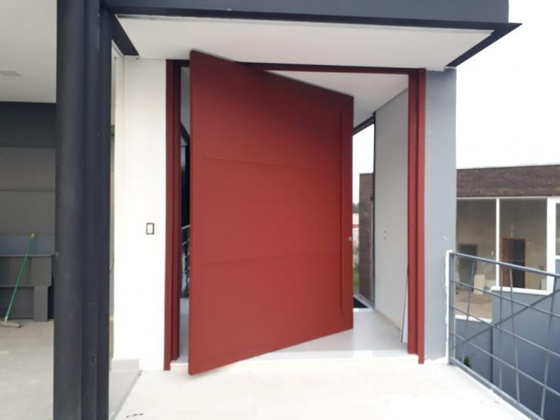 Porta grande de aluminio