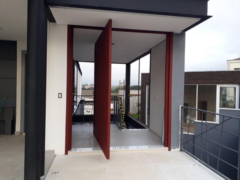 Valor de porta pivotante